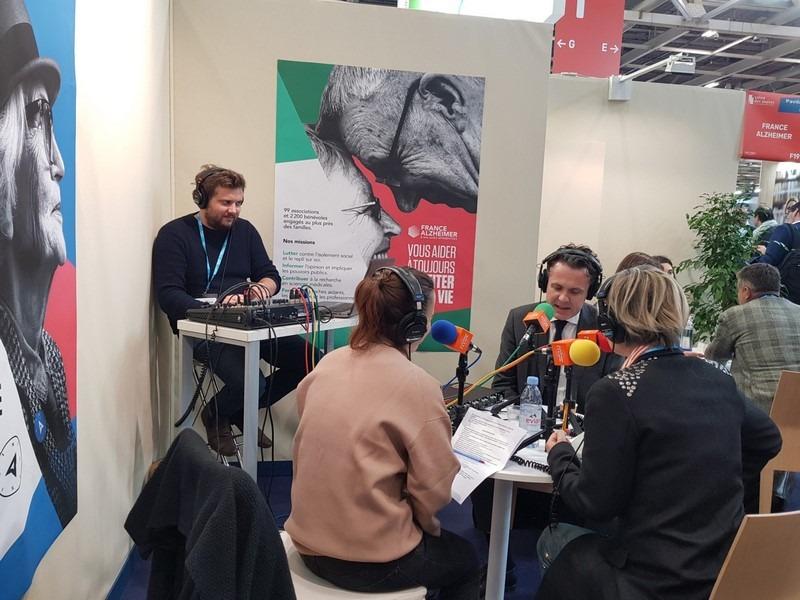 France Alzheimer délocalise son studio radio au salon des maires